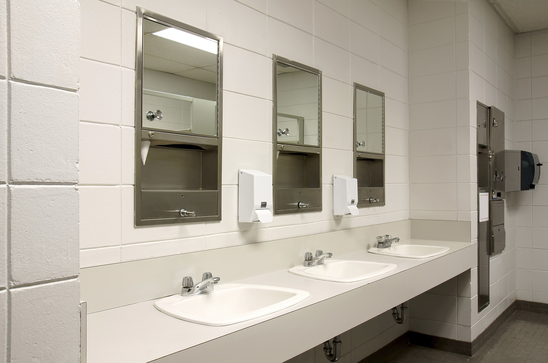 Kentucky Middle School Replaces Mirrors With